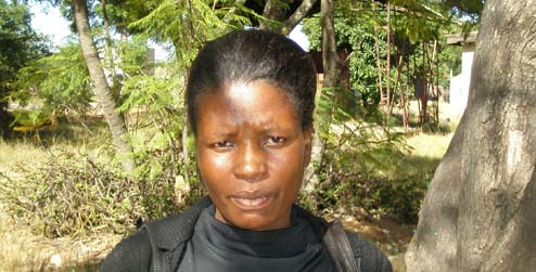 portrait of Florence, who is living with HIV in Zimbabwe