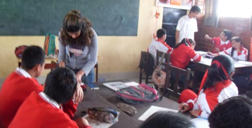 ICS Empower volunteer with English class in Peru