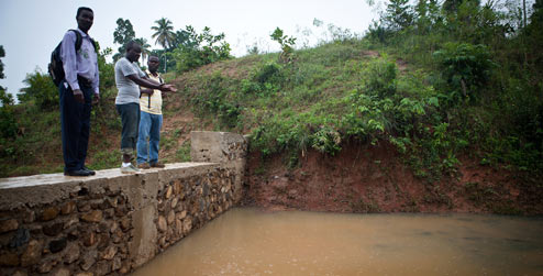 Flood wall in Lamine village