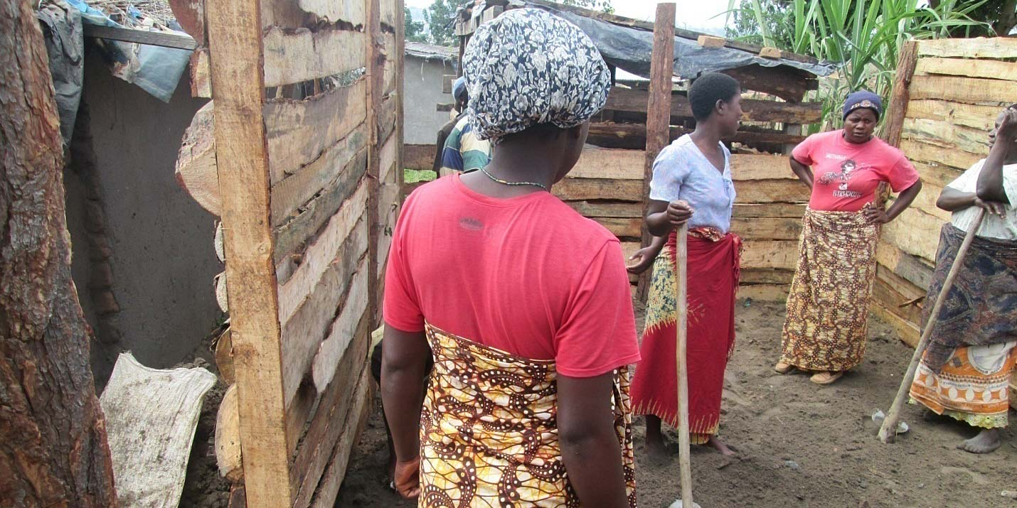 The women of the Umoza group during the construction of a cook stove shed