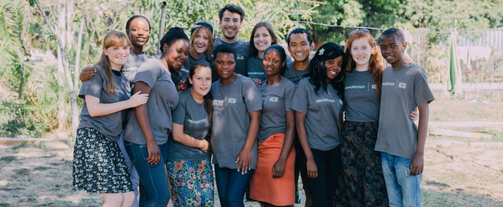 Maria with her Progressio ICS volunteer team in Zimbabwe
