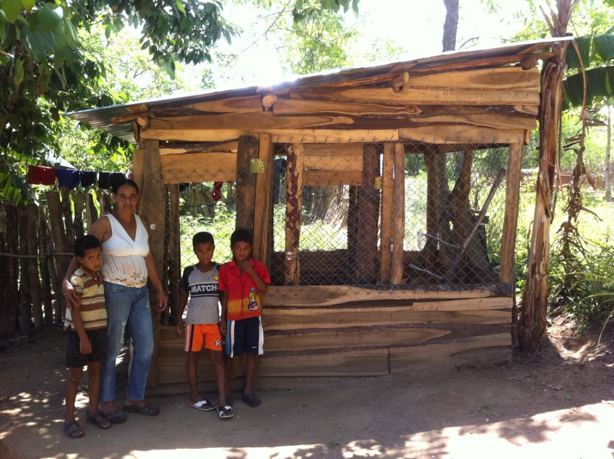 Ramona in her family chicken-farm promoted by the technical team of Solidaridad Fronteriza and Progressio, as part of a project financed by the BLF