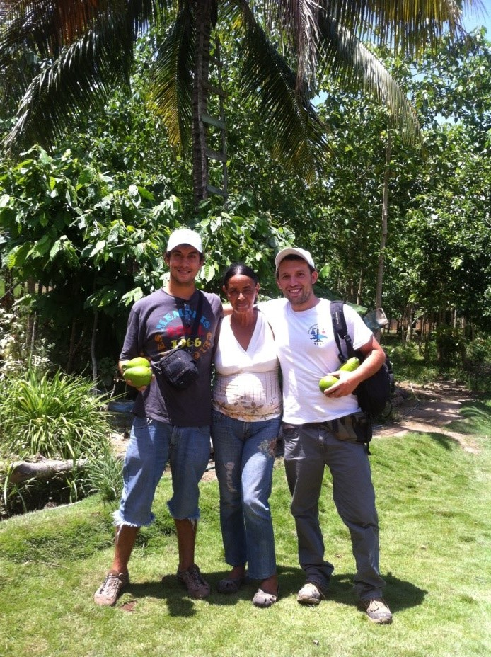 Ramona together with Progressio Development Worker Enzo Solari (right) and the Women Federation volunteer,Fernando Lorenzo (left).