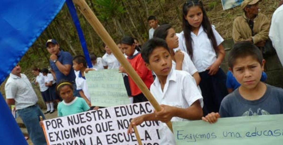 Children in Nahuaterique with placards calling for better education