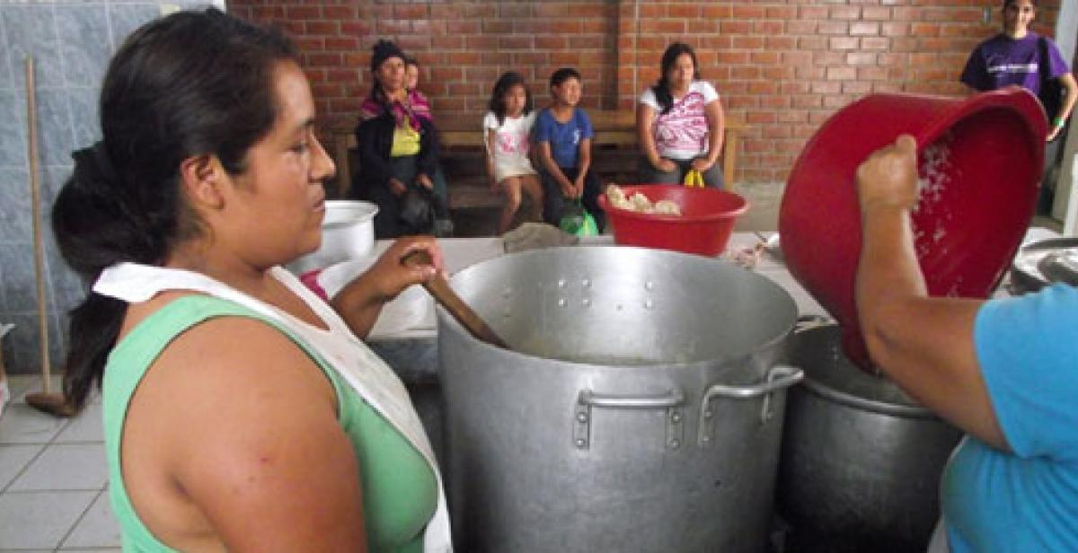 Soup kitchen in Peru - Villa El Salvador