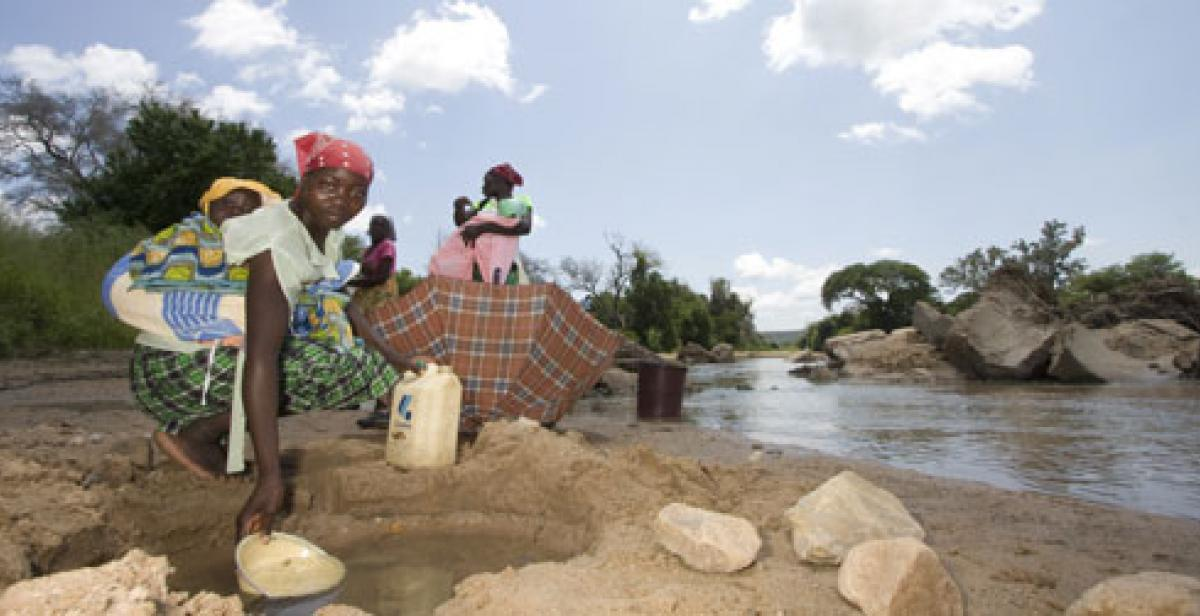 Women at Lubu bridge in Zimbabwe