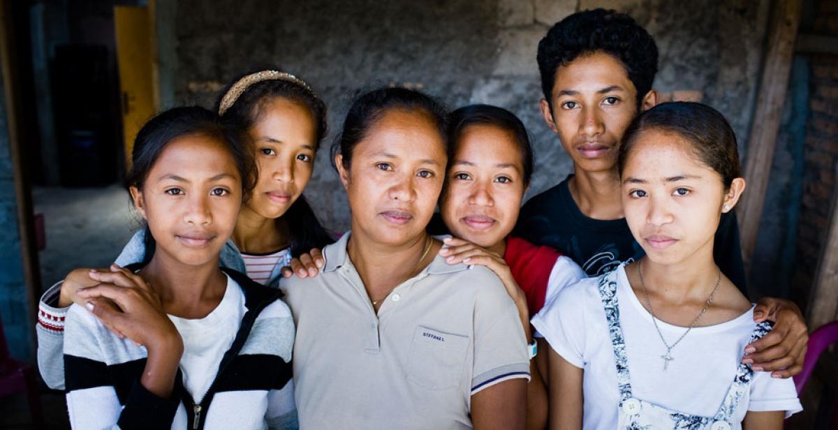 Jelia and her five children