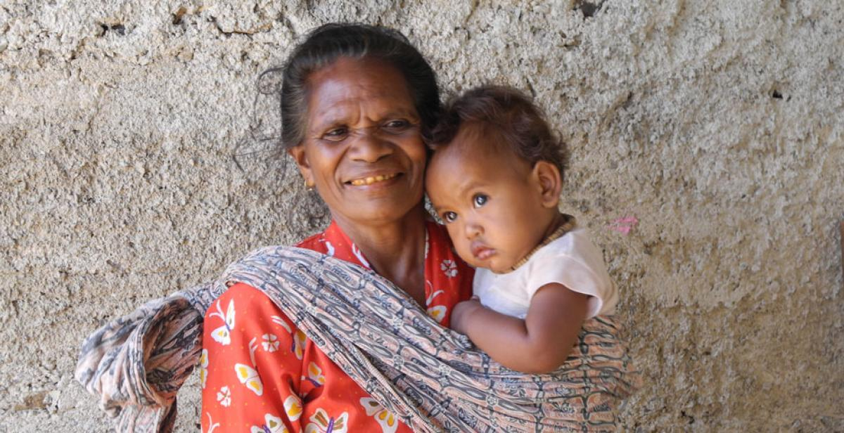Rosa dos Santos and her granddaughter Fernando in Estada village