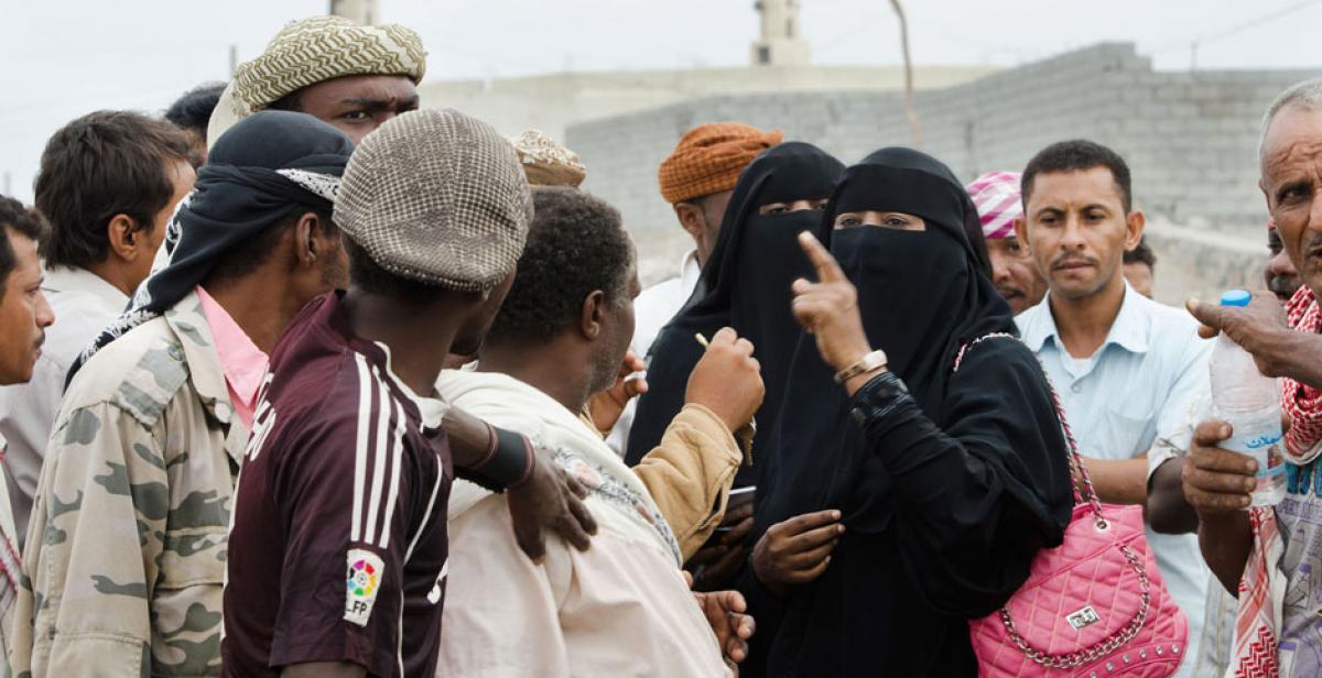 'Women champions' talking to men in Hodeidah, Yemen