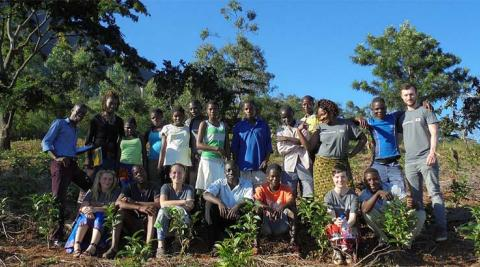 Mulanje Cedars ICS volunteers with the youth members in the field