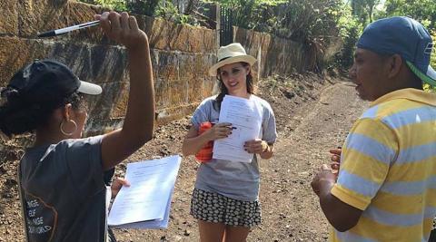 Volunteers conducting surveys in La Sabanita