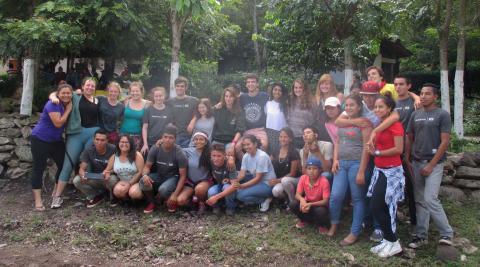 Los dos grupos de voluntarios unidos una vez más