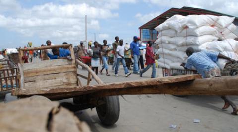 Man pushing barrow at Dajabón Market