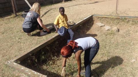 ICS volunteers in Zimbabwe