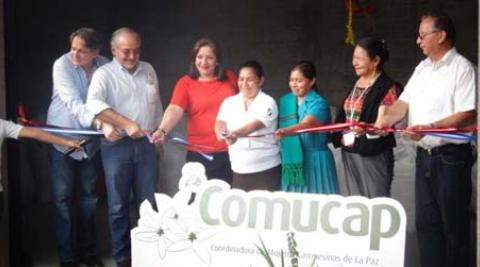 Cutting of the ribbon to open the new coffee factory.
