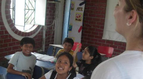 Children in Peru in an English lesson