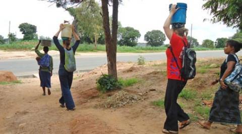Volunteers carrying water in Malawi