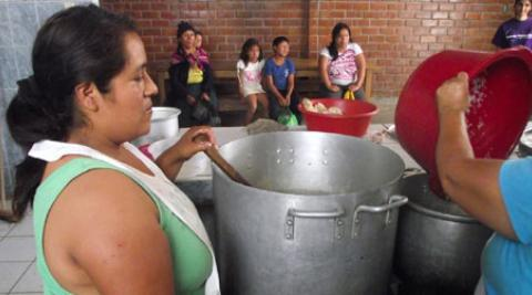 Soup kitchen in Peru - Villa El Salvador