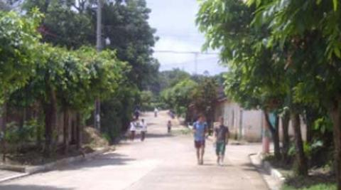 Volunteers walking in Santa Catarina Masahuat