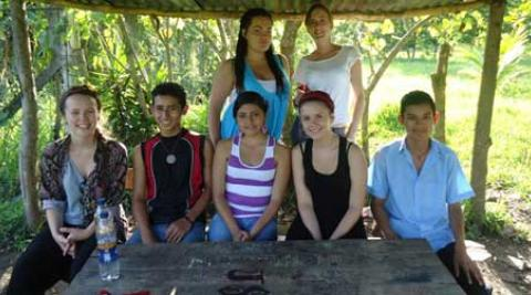 El Salvador young people with Empower Volunteers
