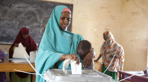 Woman voting in Somaliland local elections Nov 28 2012