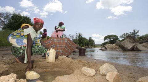 Women at Lubu bridge in Zimbabwe