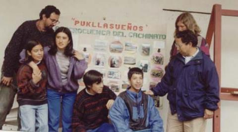 Juan Diego (a la izquierda de la foto) con colegas y alumnos.
